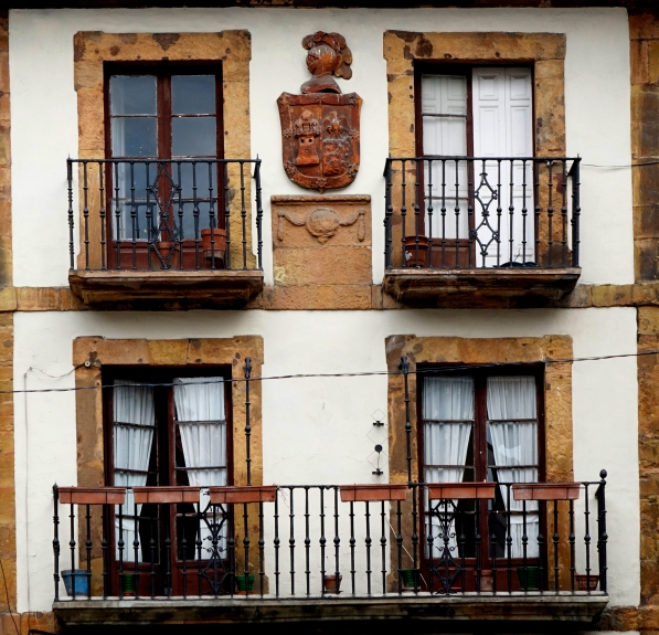 Balcones con escudo  (Oviedo)