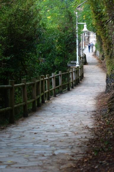 Ribadesella - Camino que asciende al mirador de Ntra. Sra. de la Guía