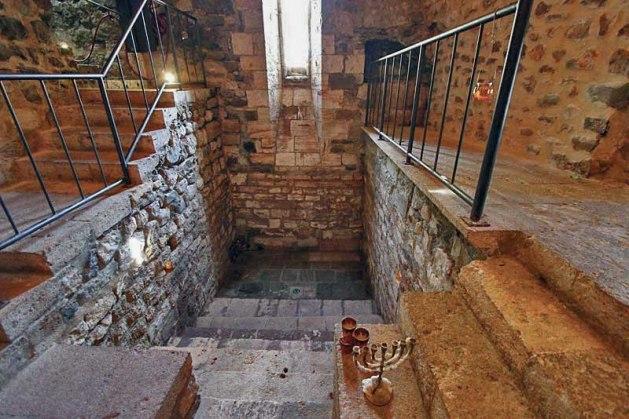 Spain-Besalu-Ritual-Jewish-Mikveh-L-2