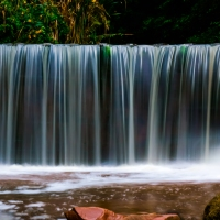 · Una cascada de tres segundos - A waterfall in three seconds