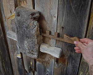 cerradura-de-madera