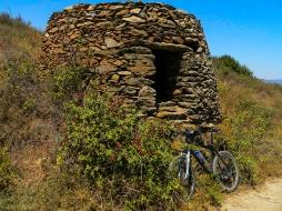 ANTIGUAS CONSTRUCCIONES DE LA ZONA – ANCIENT CONSTRUCTIONS IN THE AREA