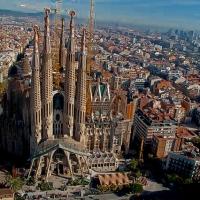 La Sagrada Familia de Barcelona, veneración y controversia