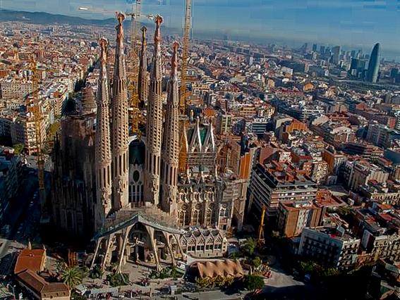 La Sagrada Familia de Barcelona, veneración ycontroversia