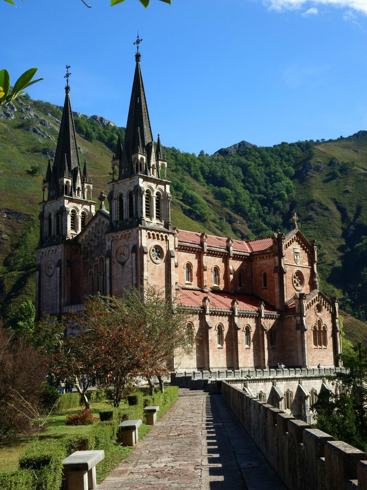 Asturias, patria querida, Asturias de misamores…..