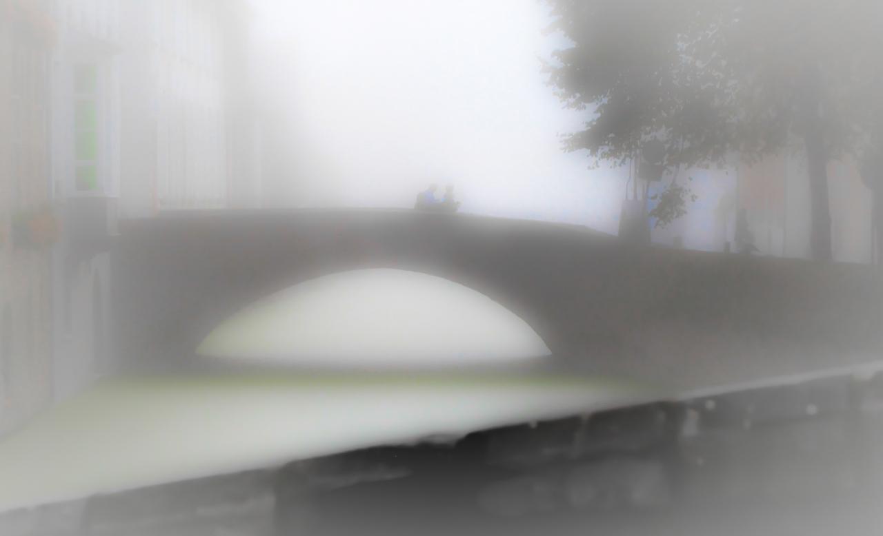 Niebla en los canales deBrujas