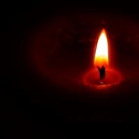 Es mejor encender una pequeña luz que maldecir la oscuridad ....