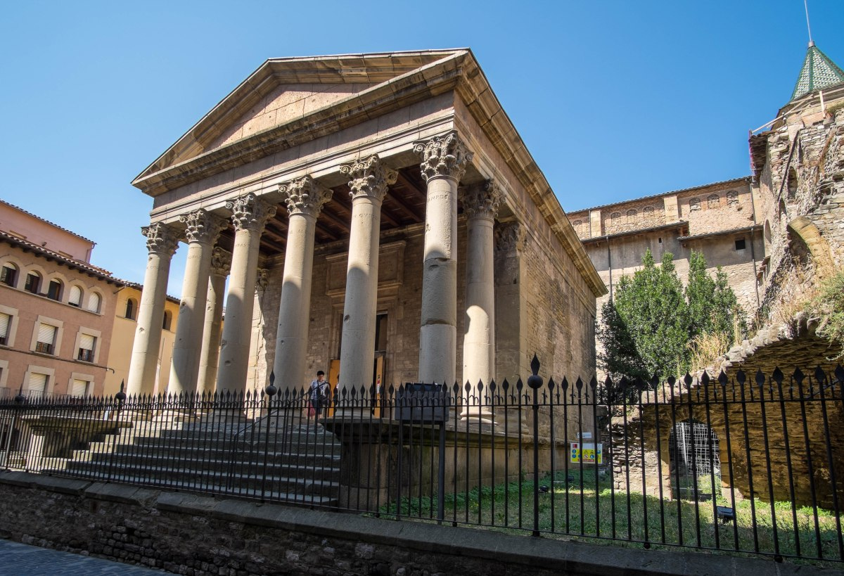 Vic, recorrido monumental por su casco histórico