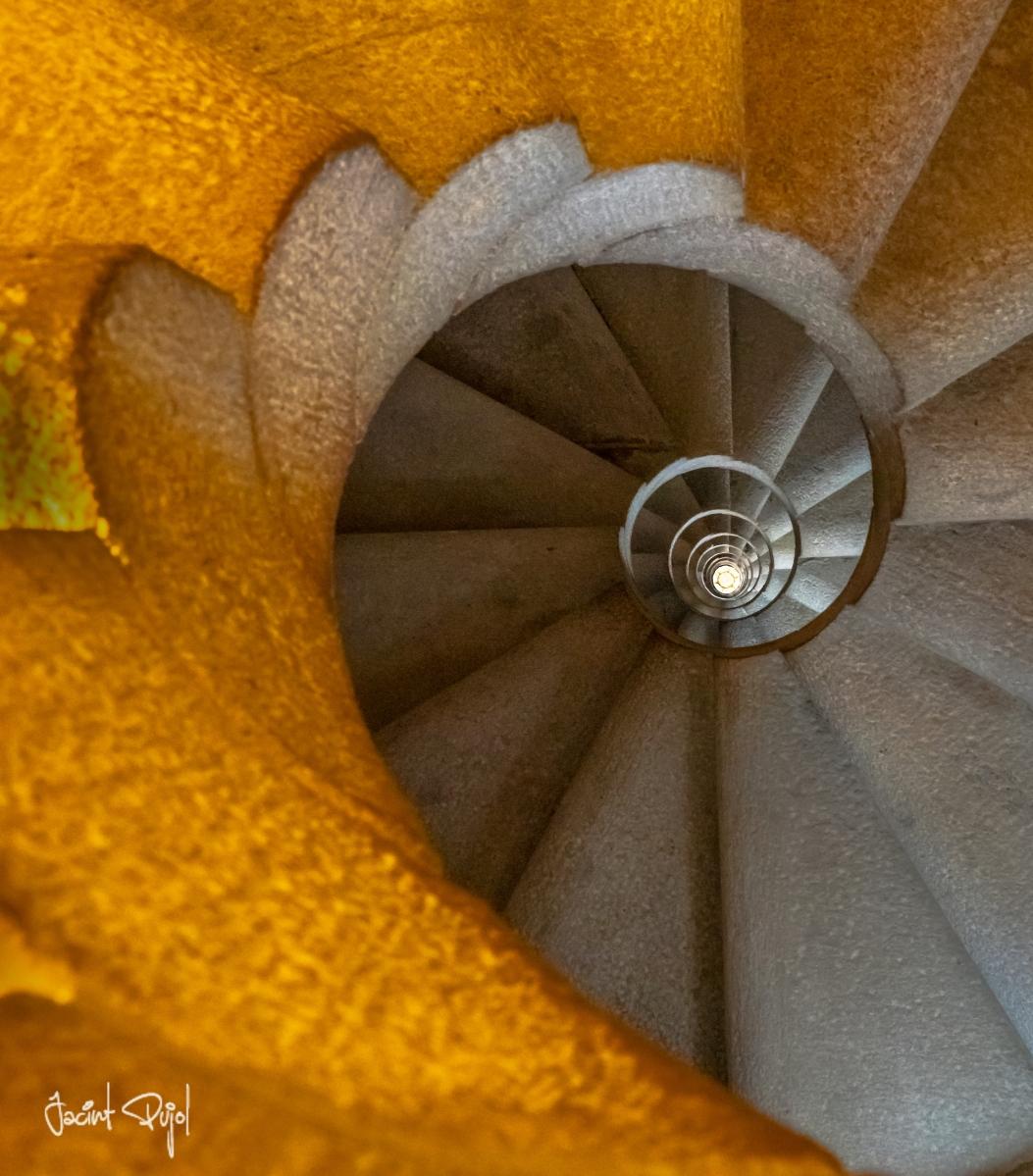 Escalinata torre Sagrada Familia de Barcelona