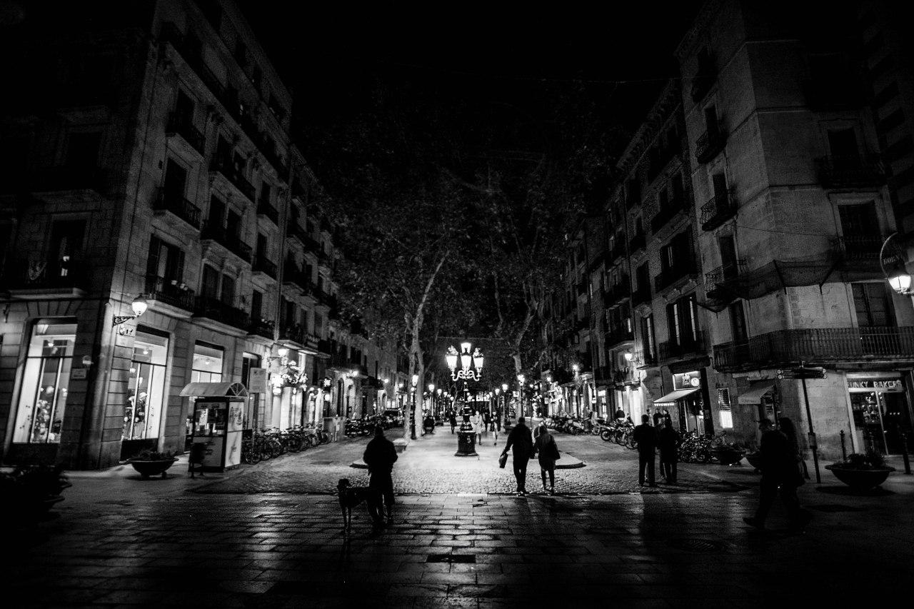 Buscando la noche por las calles deBarcelona