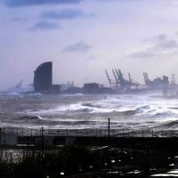 La borrasca Gloria deja imágenes inéditas en el litoral de Barcelona